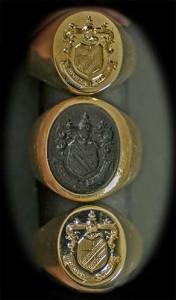 Escudos heráldicos grabados en piedra y en oro.